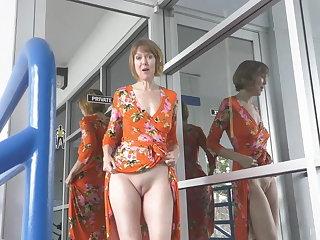 Public Nudity Jamie Foster Horny GILF Pleasure