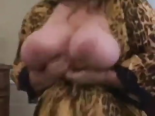MILFs Curvy Sharon - A Lover's View