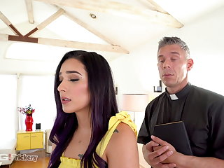 Cumshots Trickery - Hot Jaye Summers Fucks The Horny Priest