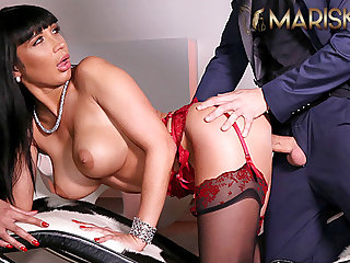 American MARISKAX Valentina Ricci couldnt resist his big cock