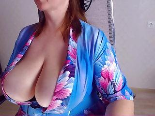 Saggy Tits Umnizza  and her big boobs (Umnizza und ihre geilen Titten)