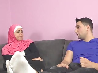 Pussy Girl in hijab did not want sex, but ended up cracking
