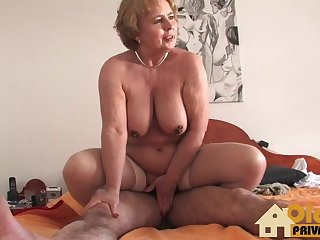 Blondes Granny Doc with big tits
